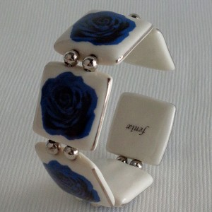 Square shape bangle, blooming rose