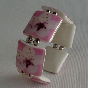 Square shape bangle, cherry blossom, side view