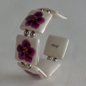Square shape bangle, vanda style C, striped, Reddish Violet