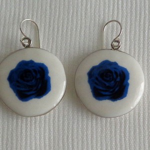 Round shape earrings, blooming rose