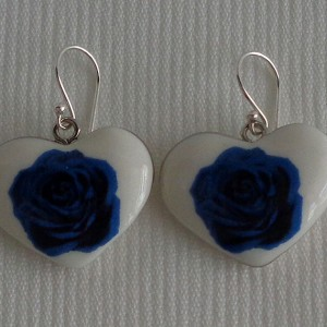 Heart shape earrings, blooming rose