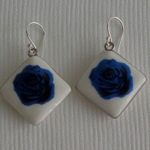 Vertical square shape earrings, blooming rose