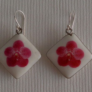 Vertical square shape earrings, vanda style B, dotted, Dark Pink