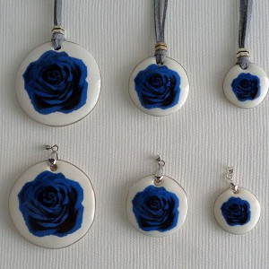 Round shape pendant, blooming rose, Medium