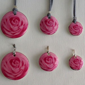 Round shape pendant, blooming rose, full surface, Medium