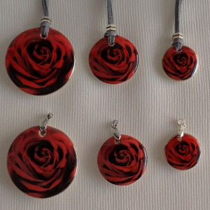 Round shape pendant, blooming rose, full surface, Small