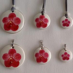 Round shape pendant, vanda style B, dotted, Dark Pink, Large
