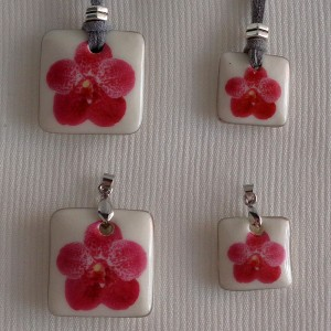 Square shape pendant, vanda style B, dotted, Dark Pink, Small